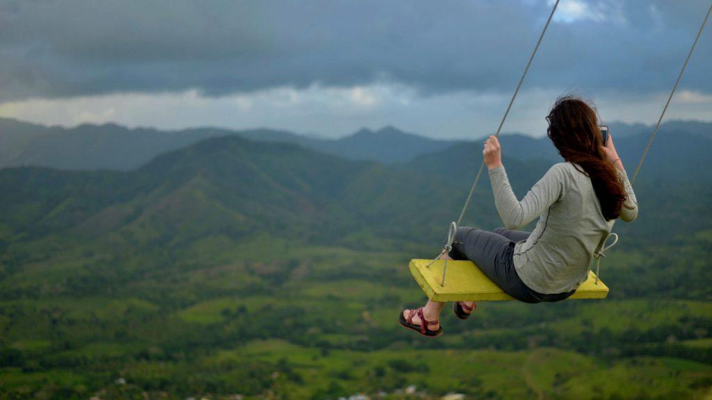 Montana Redonda - Volunteer Swinging